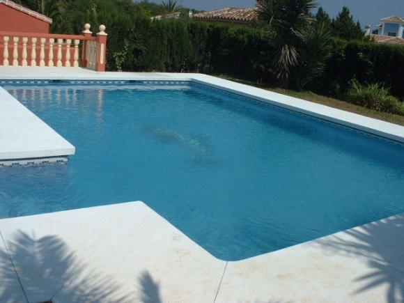 Jardines con piscinas fotos stunning tambin with jardines for Decorar piscina elevada